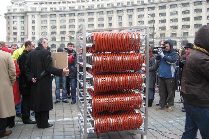 De sărbători, Caroli Foods va incerca sa doboare recordul la cel mai lung cârnat afumat din lume